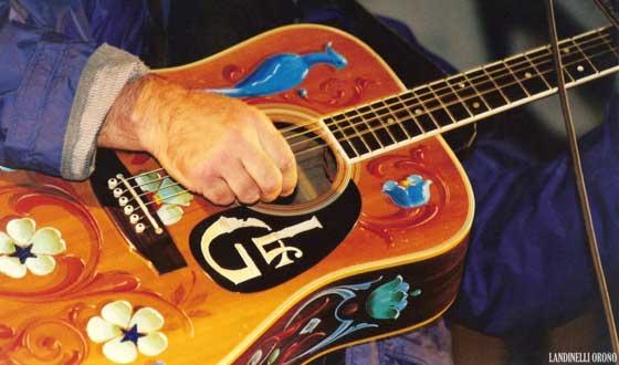 La guitarra de León Gieco (foto de Andrés Landinelli Oroño)